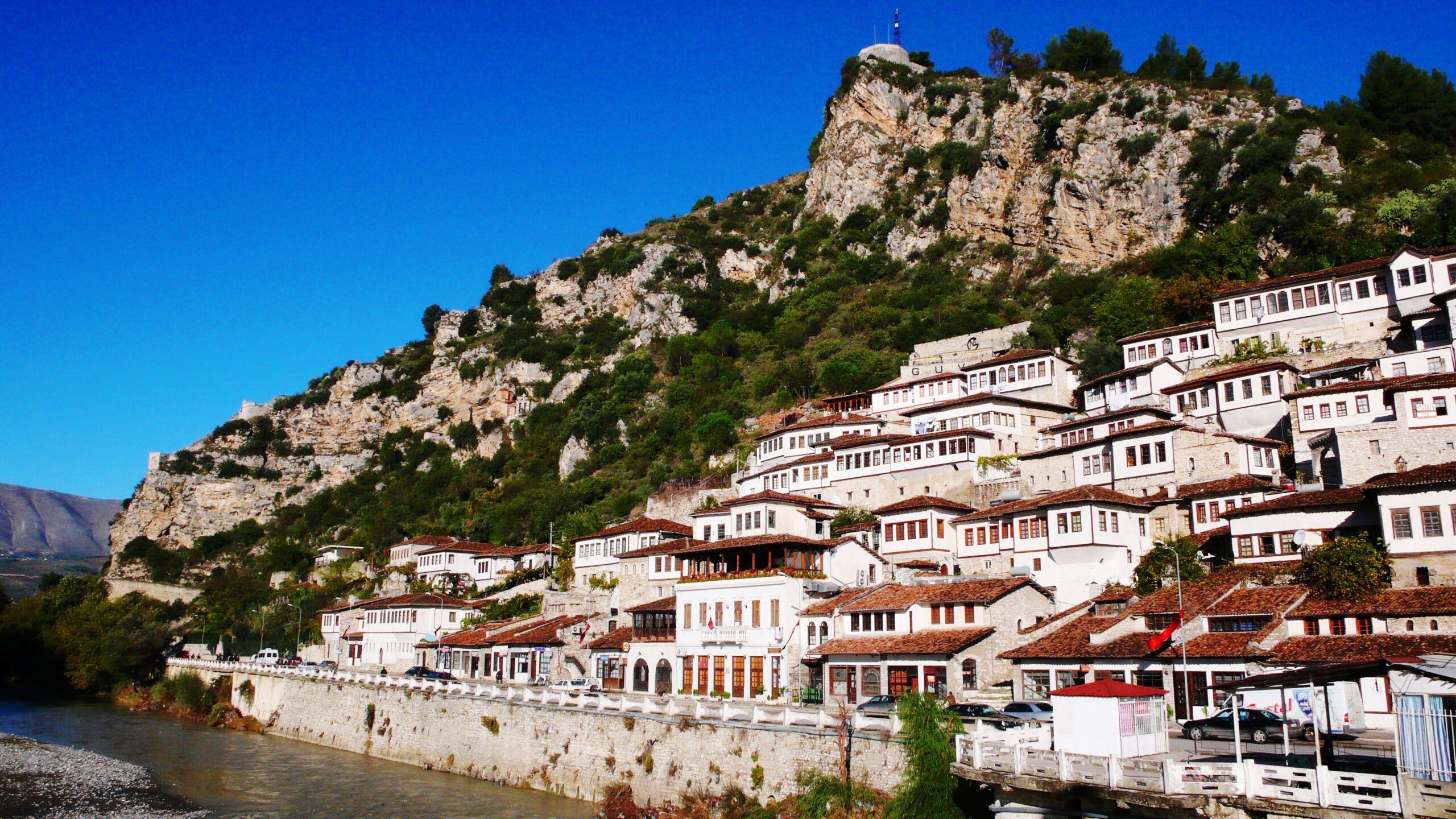 La vieille ville de Berat by Steib Pur Reisen